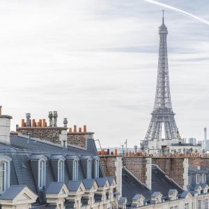 Junior Suite with balcony Tour Eiffel view