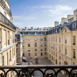Vue chambre, Place de Valois, Grand Hôtel du Palais Royal, Paris 1er