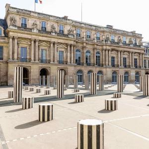 Colonnes de Buren, Grand Hôtel du Palais Royal, Paris 1er