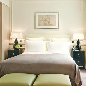 Chambre Deluxe, lit, Grand Hôtel du Palais Royal, Paris 1er