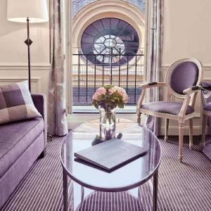 Junior suite, salon, Grand Hôtel du Palais Royal, Paris 1er
