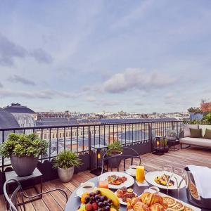 Suite panoramique, vue terrasse, Grand Hôtel du Palais Royal, Paris 1er