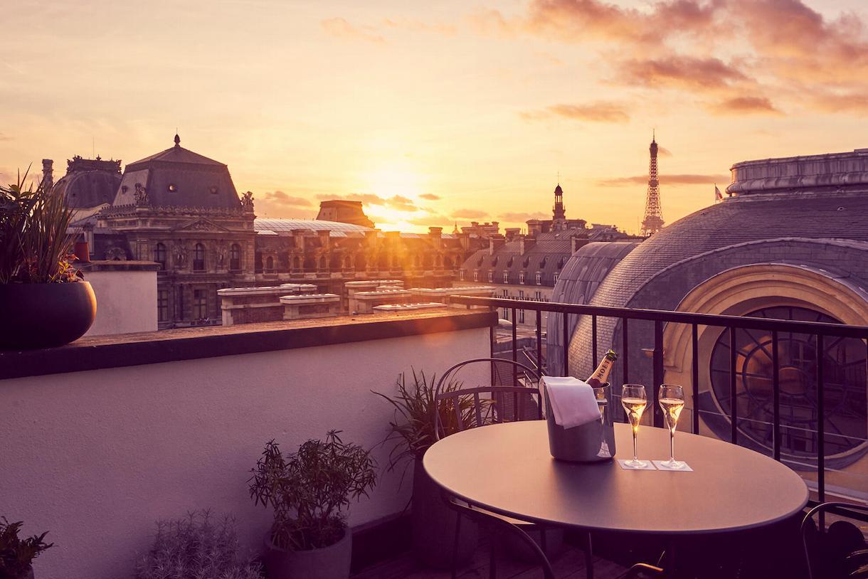Suite panoramique, vue salon, Grand Hôtel du Palais Royal, Paris 1er