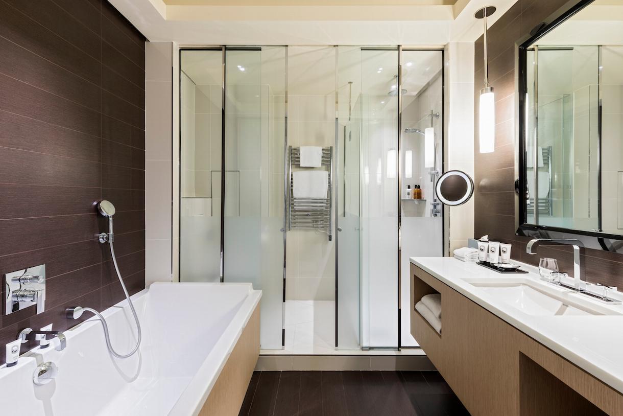 Suite júnior, casa de banho, Grand Hôtel du Palais Royal, Paris 1er